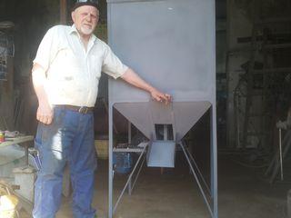 Вертикально-шнековый смеситель сухих кормов.