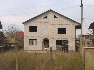 Casa cu 2 nivele ,181m2