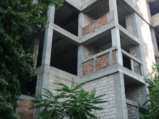 Незавершенное строительство жилого дома в Центре Кишинева!