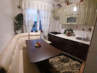 Se vinde  apartament în cartierul 9 cu 3 camere, în stare foarte bună!