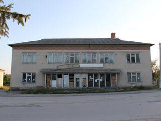 Se vinde fosta casa de deservire din s. Chetrosu