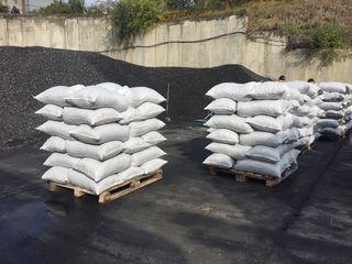 Уголь  АМ (орешек) от 2650 л/т  (навалом 25 т.) от 2950 л/т в мешках (50 кг)