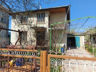Se vinde casa cu 2 nivele in or. Falesti (cartier Dacia)