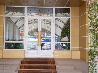 Сдаются торговые помещения 30 кв.м.а также от 100 - 500 кв.м. Бам напротив рынка,рядом магазин ROGOB