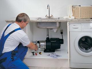 Santehnic. Instalator. Schimbarea tevilor de apa si canalizare.