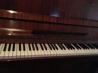 Продаётся фортепиано красный октябрь,Vand pian de calitate