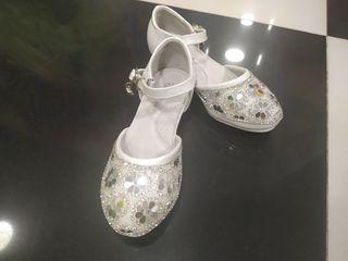 Oferim pantofi în chirie