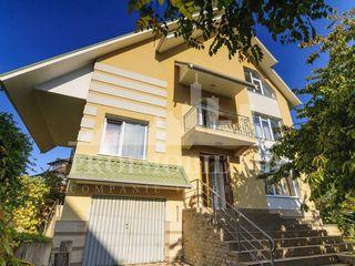 Se oferă casă în chirie, sect. Centru, 300mp, 1600 euro