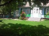 Продается  дом, в центре села Бурланешты.Цена договорная.