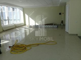 Calea Iesilor, cercul Ion Creanga, spatiu comercial - 100 m2