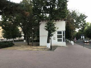 Centru Orhei: Se dă în chirie încăperea de 35 m2 și terenul aferent.