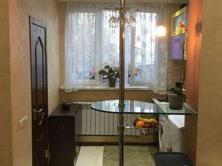 Se vinde garsoniera in Sectorul Botanica, 25 mp, baie și bucatarie proprie!