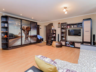 Riscani! Apartament spatios, 2 odai, 55 m2 , pret 43500 euro!!!