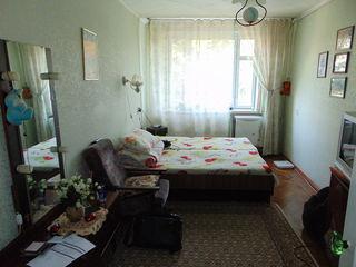 Продам квартиру в центре города Рышкан (3 этаж в середине 70 м2)