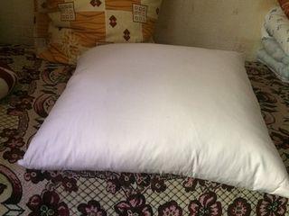 Продам 2 подушки .