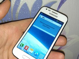 Vind Samsung Galaxy GT-S7275R ideal 9din 10 stecla are crapatura dar lucreaza 100%