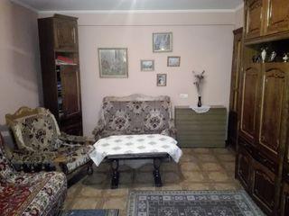 Продается 3-х комнатная кв-ра 102 серии  в г. Яловень по ул.Александру чел Бун 2/1. Цена: 27000 евро
