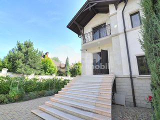 Chirie, casă 2 nivele, euroreparație, 200 mp, Botanica !