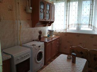 Vind apartament cu o camera in Floresti!