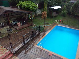 Продается загородный дом 400 м2 в зоне Старого Оргеева (скважина, отопление, бассейн, все условия).