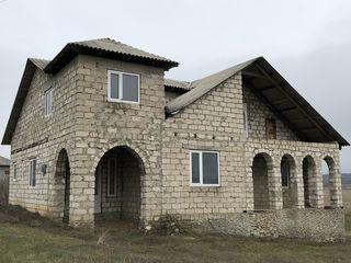 Vând casa