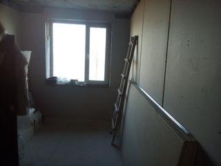 Продам  3-х  комнатную  квартиру  с  не законченным  ремонтом
