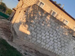 24м в здани +37м2 приистроика к дому недостроеная