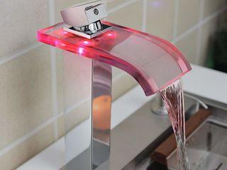Кран водопад с подсветкой которая работает от давления воды, стекло+хром - 950 лей - новый