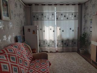 SE VINDE apartament cu 2 odai in centrul orasului Floresti!!!