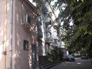 Cumpar apartament cu o odaie in Chisinau,