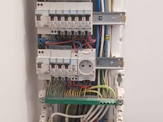 """Electrician""""Servicii Montari de Electricitate si Iluminare!Montare rapida si sigura'"""