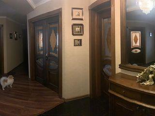 Продается квартира в центре города Рышканы.100 кв