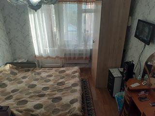 Vind schimb apartament cu 1 dormitor
