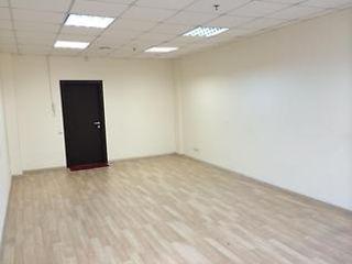 Atenție. Oficii de închiriat la prețul 120 de euro. cameră caldă, luminoasă, mobilier nou.