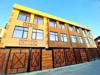 Apartament la sol (townhouse) 2 nivele+Terasă și Garaj(130m2)! Ieșire aparte și ogradă!