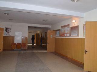 Четырехэтажное офисное здание с прилегающей территорией 10 соток всего за 420евро за кв.м.  На каждо