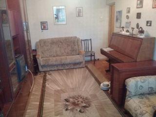 Apartament cu 2 odai 48m2 Botanica , Dacia 20... etajul 3/5