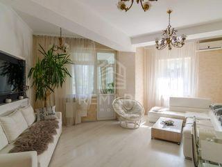 Chirie  Apartament cu 3 odăi, Centru,  str. Anestiade, 700 €