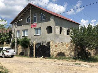 Banca vinde casa cu 3 etaje si teren pentru constructii