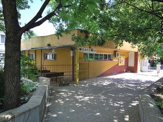 Продаем коммерческое отдельностоящее здание в г.Вадул луй Водэ по ул.Штефан чел Маре!Первая линия!