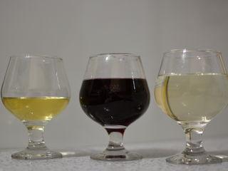 Vând vin roşu şi alb de casa
