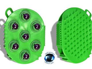 Массажер выполнен из силикона с встроенными магнитными шарикам