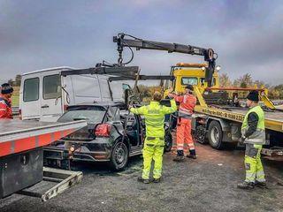 Evacuator pentru automobile cu orice defecţiuni. în ţară şi în străinătate.