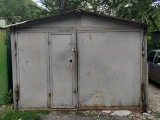 Se vinde garaj metalic.