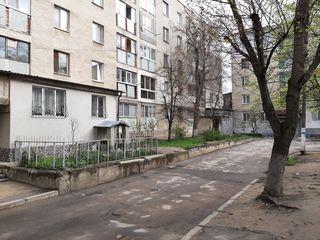 Urgent!! Ciocana,apartament cu 2 camere,58 m2+beci,15m2et.1/5!!!