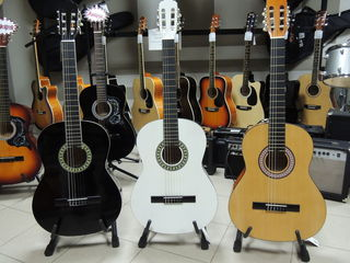 Классические гитары от 1300 лей ! Harlei benton ,Martinez, Stagg , Colombo ,Almeria !
