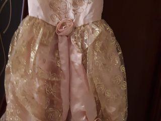 se vind rochitele originale pentru fetite de 4-6 ani