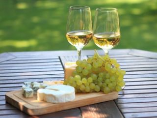 vand vin alb de casa!