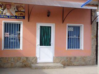 Cafenea / Bar in piata centrala Nisporeni, 70 metri patrati.