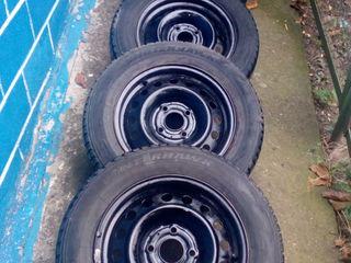 Продаю зимние шины 195/65/R15 на дисках 4x114.3 и  солдатики, 1 шаровая и правый подфарник для нисса